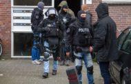 Arrestatieteam Houdt Vijfde verdachte aangehouden Vijfde verdachte aan voor drugslab Fijnaart voor drugslab.