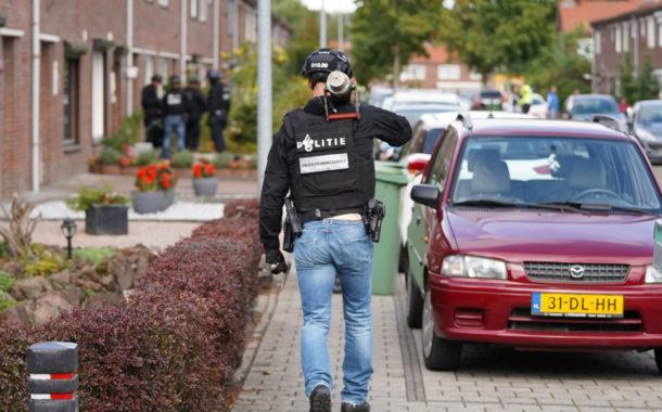 Arrestatieteam heeft woensdagmiddag in een woning in Weert een man aangehouden.